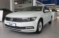 Volkswagen Passat Comfort, màu trắng tặng lệ phí trước bạ, hỗ trợ trả góp 0% giá 1 tỷ 380 tr tại Quảng Ninh